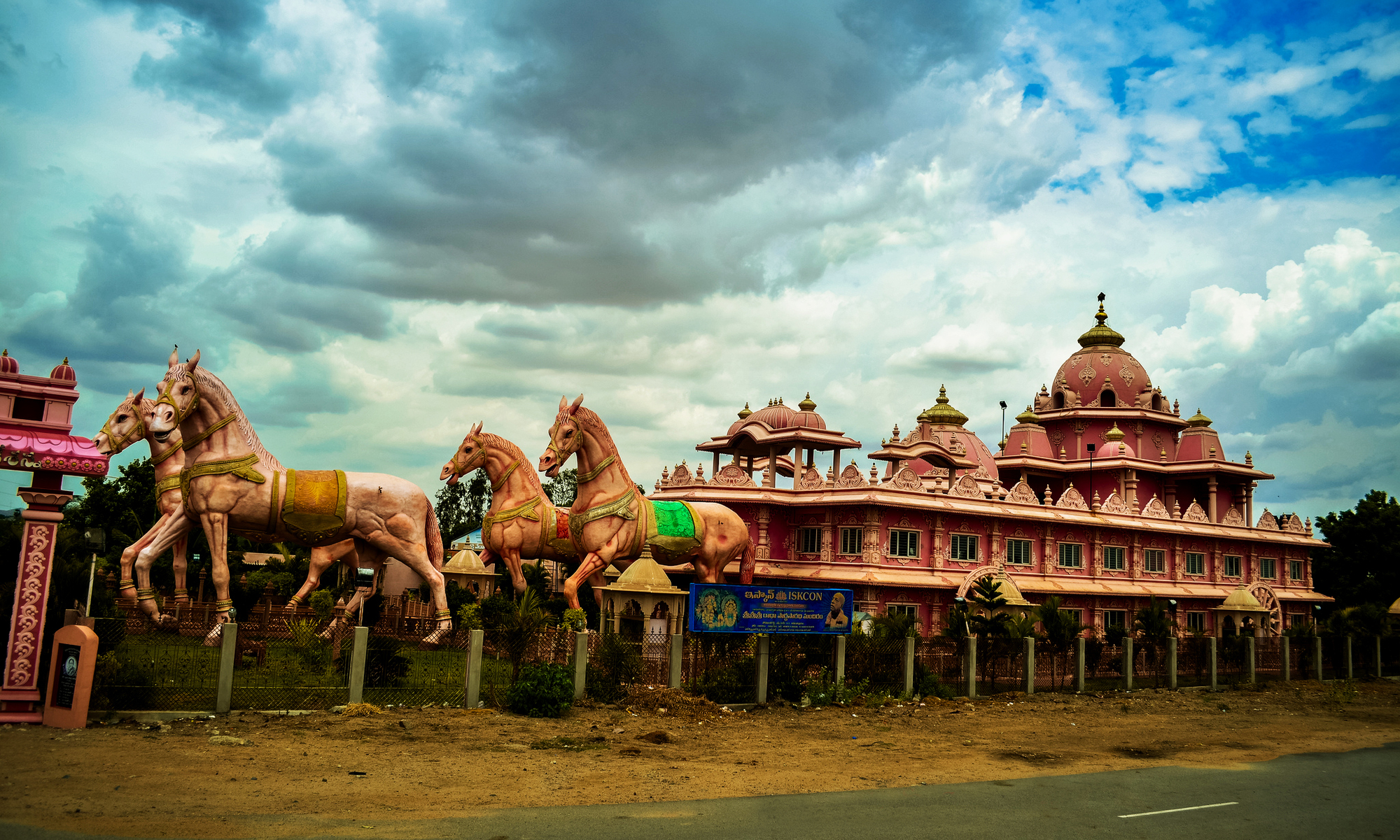 essay on tourist places in india Famous historical places in india by tripoto major tourist spots in india chhatarpur temple edit chhatarpur temple is located at chhatarpuris the essay largest temple complex in india, and is dedicated tourist goddess, katyayani st.